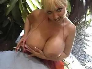 Busty deelite topless