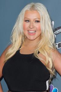 [Fotos+Videos] Christina Aguilera en la Premier de la 4ta Temporada de The Voice 2013 - Página 4 Th_985702666_001_Christina_Aguilera_21_122_337lo