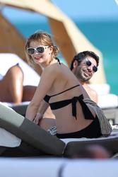 http://img156.imagevenue.com/loc429/th_531282384_Mischa_Barton_Bikini_Candids_on_the_Beach_in_Miami_December_27_2011_255_122_429lo.jpg