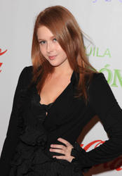 Renee Olstead @ The St. Bernard Project's ''The Homes That Hollywood Built'' Benefit in LA Oct. 9, 2010 (x5)